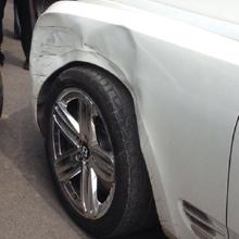 面包车撞坏宾利担全责 维修费超10万